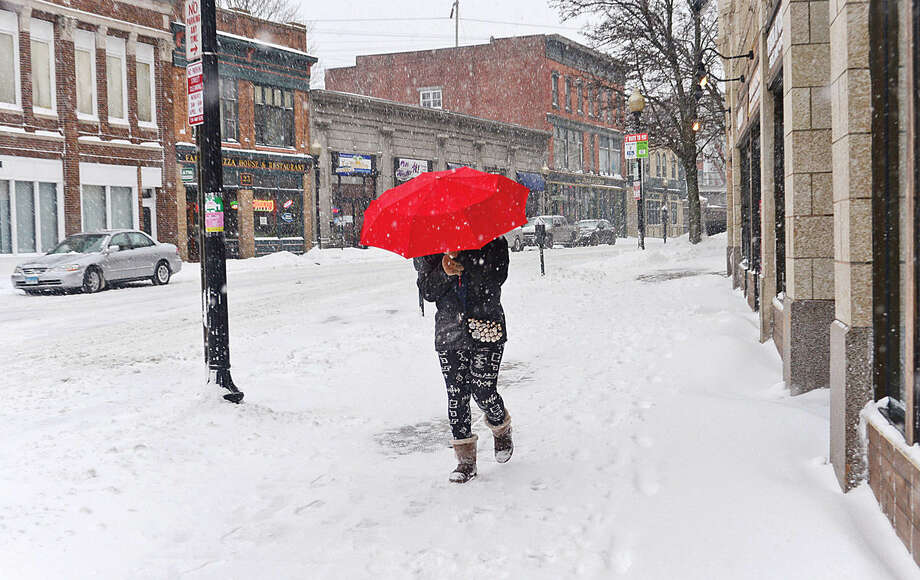 Hour photo / Erik Trautmann Norwalkers like Francesca Esor reists the elements during Snowstorm Jonas on Saturday afternoon.