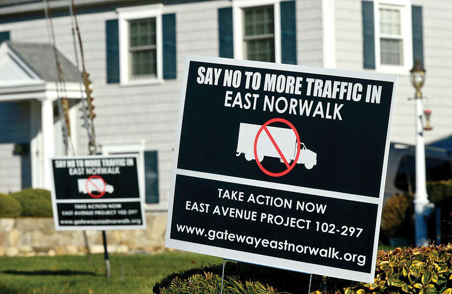 Hour photo / Erik Trautmann Residents on Olmstead Place post signs in oppostion of the plan to widen of East Ave