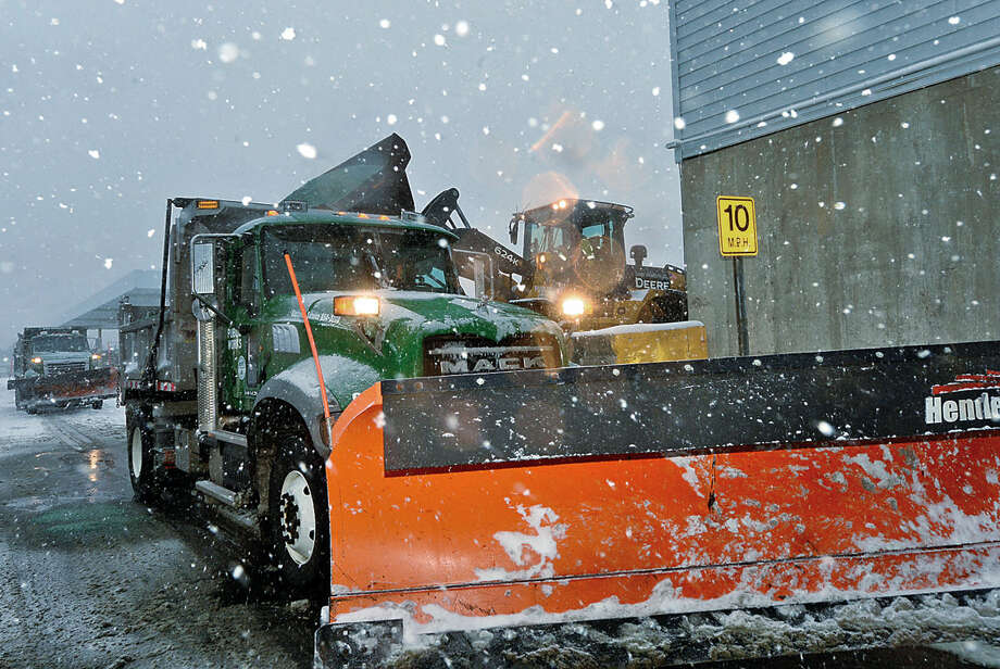 Hour photo / Erik Trautmann Norwalk Department of Public Works crews cope with Snowstorm Jonas as it moves through the area Saturday.