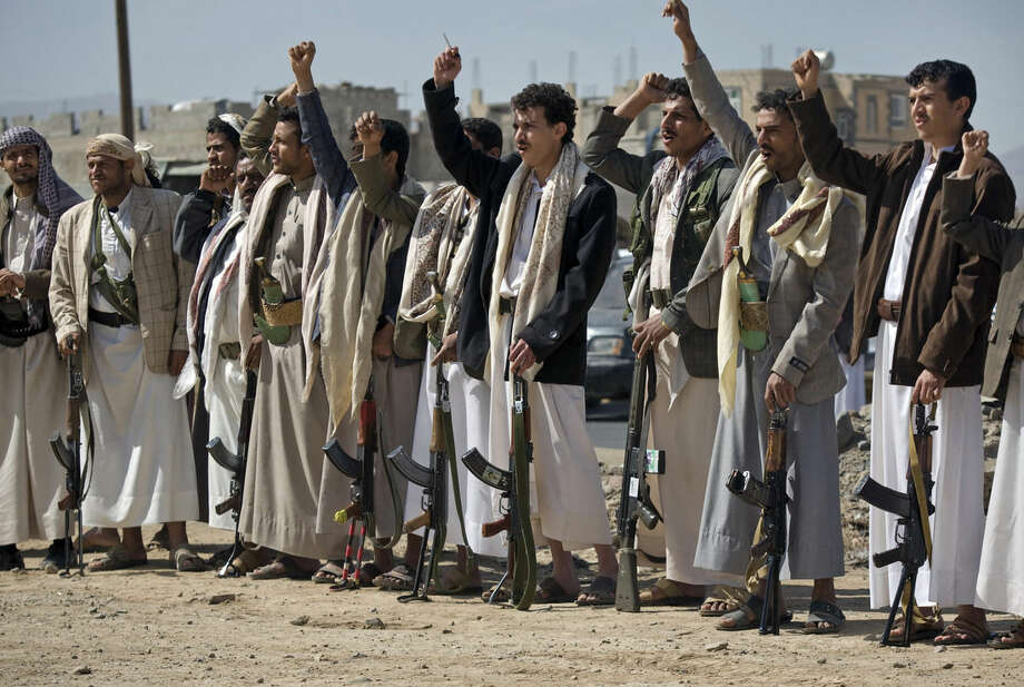 Houthi Shiite Yemeni chant slogans during clashes near the presidential palace in Sanaa, Yemen, Monday, Jan. 19, 2015. Rebel Shiite Houthis battled soldiers near Yemen's presidential palace and elsewhere across the capital Monday, despite a claim of a cease-fire being reached to halt the violence, witnesses and officials said. (AP Photo/Hani Mohammed)