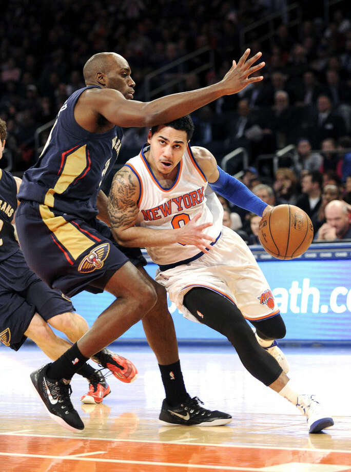 New York Knicks' Shane Larkin, right, drives to the basket as he is guarded by New Orleans Pelicans' Quincy Pondexter during the first half of an NBA basketball game Monday, Jan. 19, 2015, at Madison Square Garden in New York. (AP Photo/Bill Kostroun)