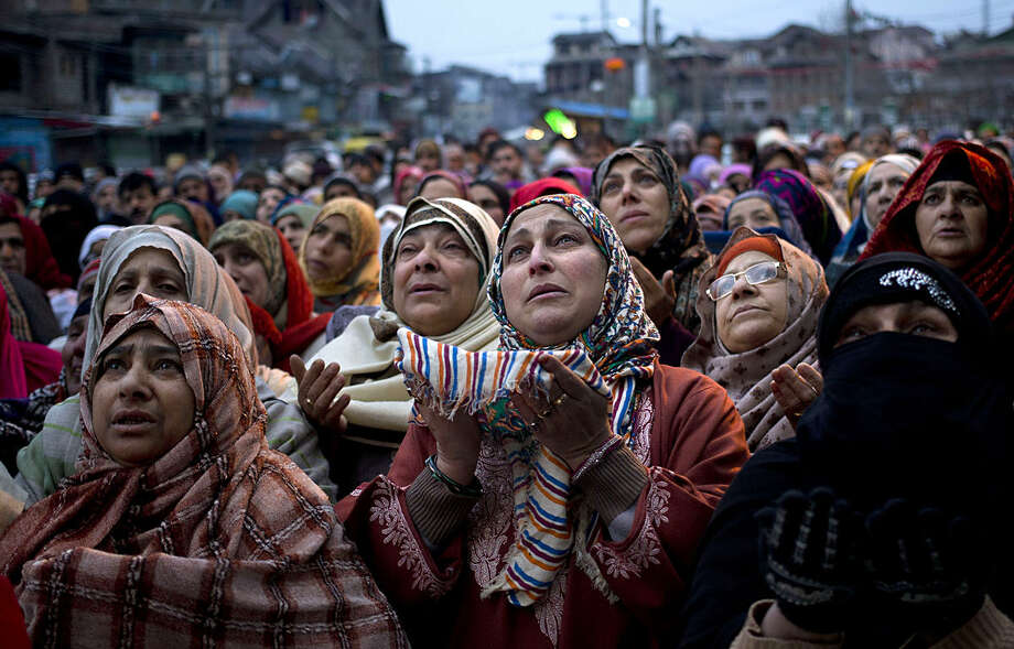 Kashmiri Muslim devotees pray outside the shrine of Sufi Saint Syed Abdul Qadir Jilani in Srinagar, Indian controlled Kashmir, Friday, Jan. 29, 2016. Thousands of devotees thronged to the shrine, where the Kashmiri Muslim head priest displayed the relics of the Sufi Saint. (AP Photo/Dar Yasin)