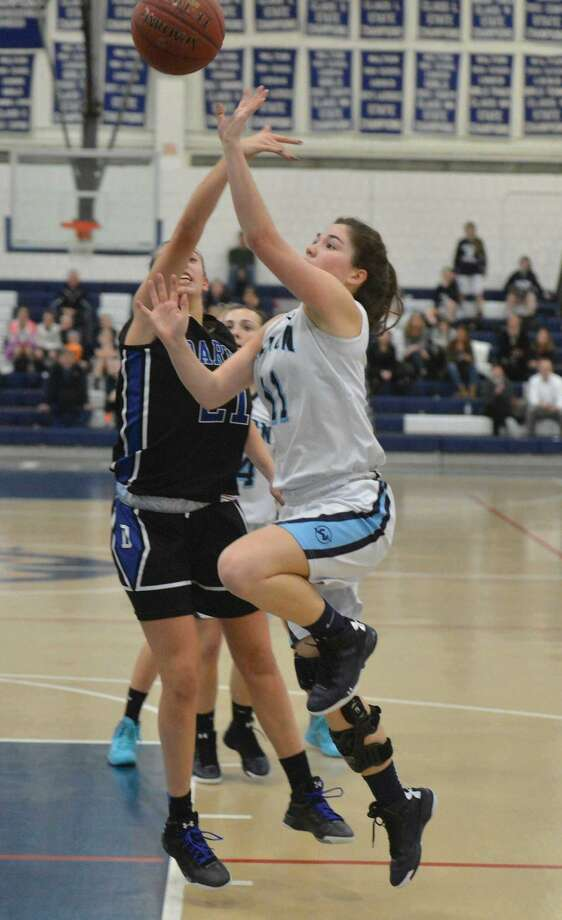 Hour Photo/Alex von Kleydorff. Wiltons #11 Sarah Fitzgerald shoots vs Darien