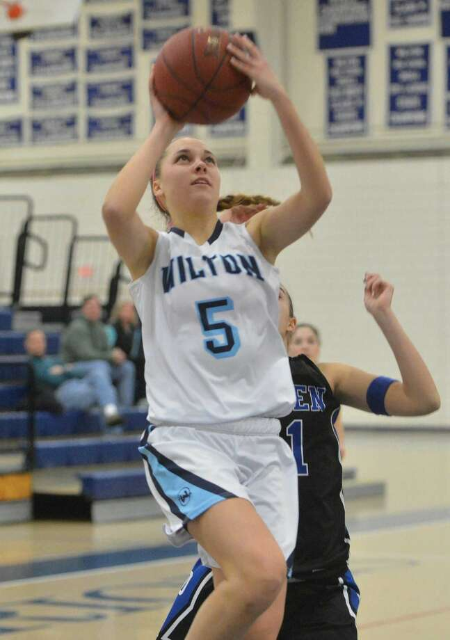 Hour Photo/Alex von Kleydorff. Wiltons #5 Karen Brosko shoots vs Darien