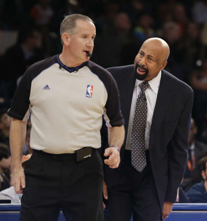 New York Knicks' head coach Mike Woodson, right, yells at a referee during the first half of the NBA basketball game against the Brooklyn Nets at Madison Square Garden, Monday, Jan. 20, 2014, in New York. (AP Photo/Seth Wenig)