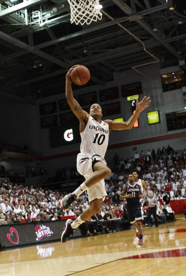 Cincinnati guard Troy Caupain (10) shoots against UConn in the first half of an NCAA college basketball game, Thursday, Jan. 29, 2015, in Cincinnati. (AP Photo/Frank Victores)