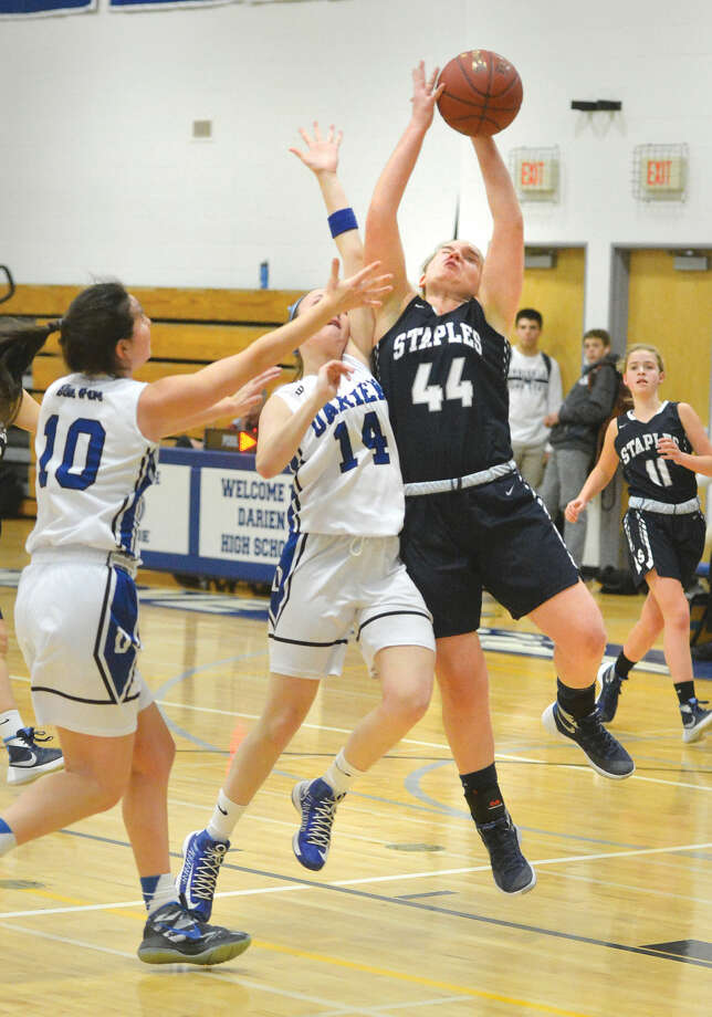 Hour Photo/Alex von Kleydorff Staples #44 Julia Brower shoots vs Darien