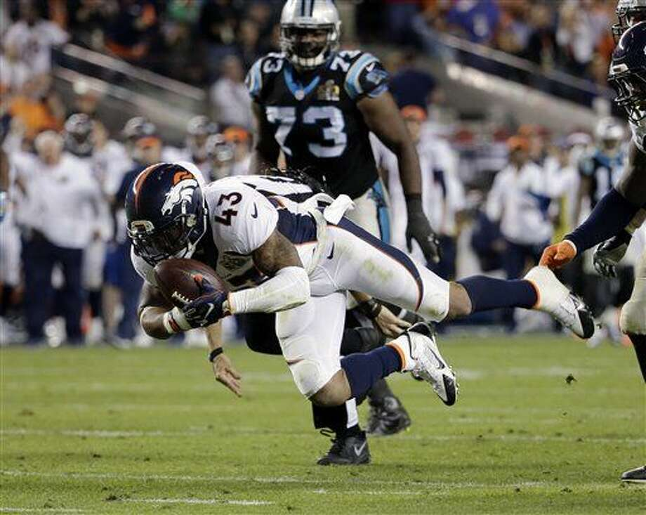 Denver Broncos' T.J. Ward (43) recovers a fumble during the second half of the NFL Super Bowl 50 football game Sunday, Feb. 7, 2016, in Santa Clara, Calif. (AP Photo/Matt York)