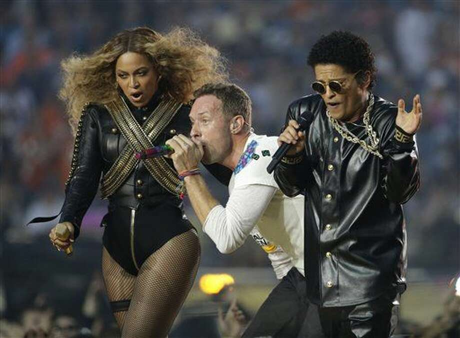Beyoncé, Coldplay singer Chris Martin and Bruno Mars perform during halftime of the NFL Super Bowl 50 football game Sunday, Feb. 7, 2016, in Santa Clara, Calif. (AP Photo/Julio Cortez)