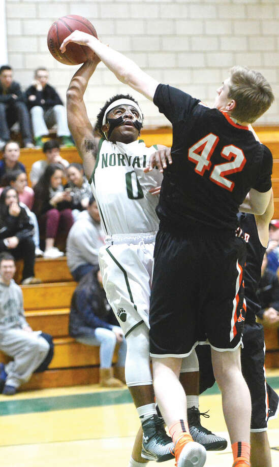 Hour Photo/Alex von Kleydorff Norwalks #0 Deandre Russell shoots vs Ridgefield