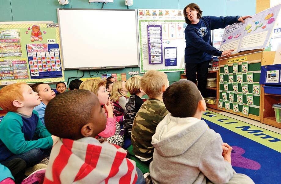 Hour photo / Erik Trautmann Fox Run Elementary School kindergarten teacher Lisa Malizia introduces the CK3LIreading program to her class as part of a test run for the program Friday.