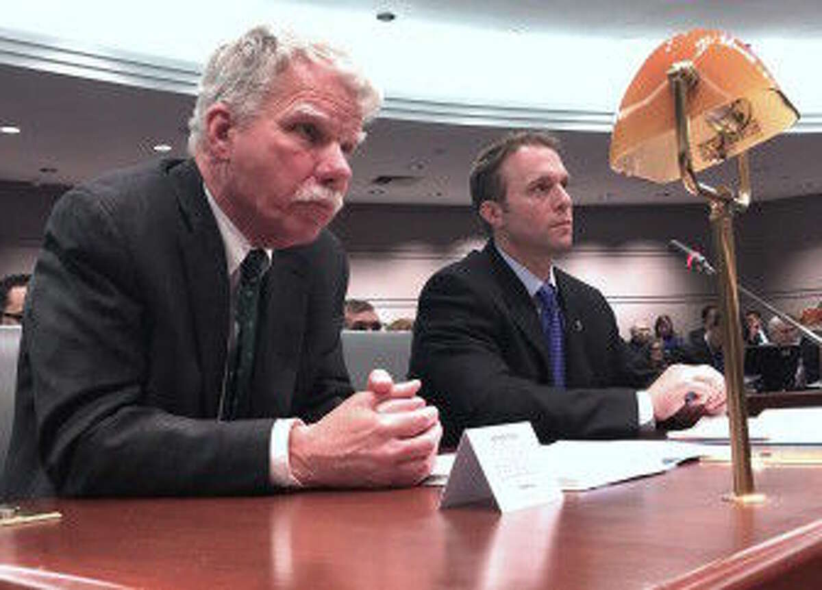 KYLE CONSTABLE / CTMIRROR.ORG Chief State's Attorney Kevin Kane, left, and Farmington Police Chief Paul Melanson, right, testify.