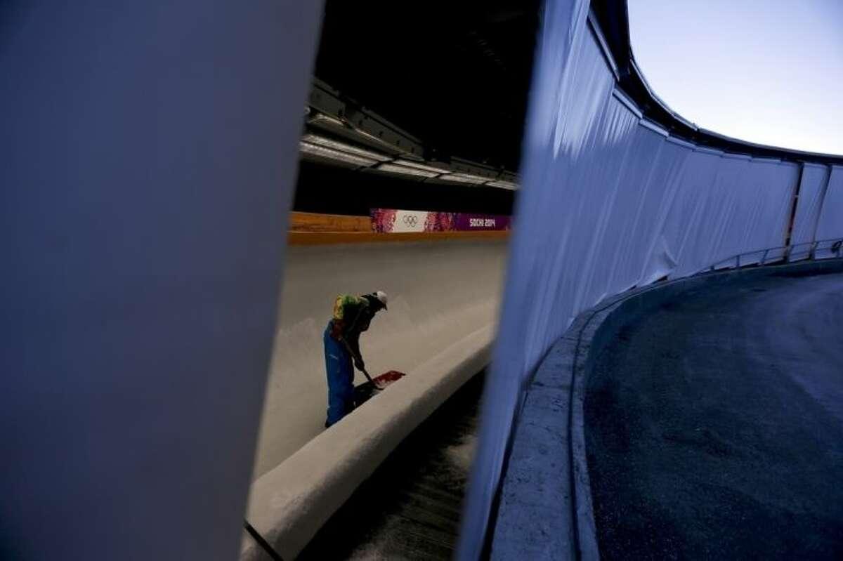 Lugers take 1st Sochi training runs