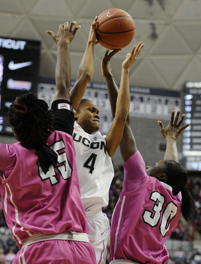 Connecticut's Moriah Jefferson, center, splits the defense of Tulane's Chinwe Duru, left, and Tulane's Tierra Jones, right, during the first half of an NCAA college basketball game, Saturday, Feb. 14, 2015, in Storrs, Conn. (AP Photo/Jessica Hill)