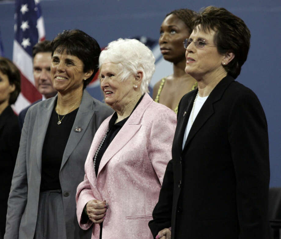 FILE - In this Aug. 28, 2006 file photo, Billie Jean King stands with her mother, Betty Moffitt, center, and girlfriend Ilana Kloss, left, during the dedication ceremony for the USTA National Tennis Center, re-named in King's honor, at the U.S. Open tennis tournament in New York. Moffitt, the mother of Billie Jean King and former major league pitcher Randy Moffitt, has died in Prescott, Ariz. She was 91. King's publicist says she died Friday, Feb. 7, 2014, at home with her children by her side. (AP Photo/Elise Amendola, File)