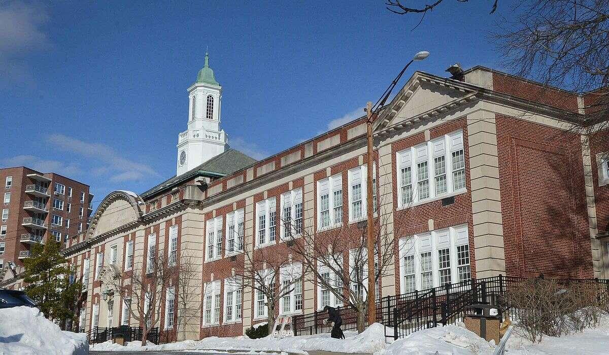 Hour Photo/Alex von Kleydorff Stamford High School