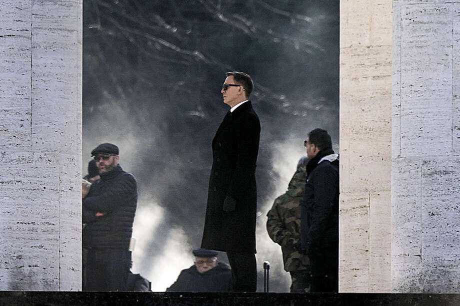 Actor Daniel Craig, center, performs during the shooting of the latest James Bond movie 'Spectre', in Rome, Thursday, Feb. 19, 2015. (AP Photo/Angelo Carconi, Ansa)