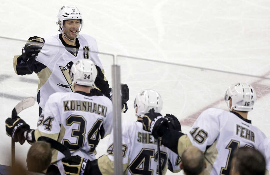 Pittsburgh Penguins center Matt Cullen (7) celebrates with teammates after scoring the go ahead goal against the New York Rangers in the third period of an NHL hockey game, Sunday, March 13, 2016, in New York. The Penguins defeated the Rangers 5-3. (AP Photo/Adam Hunger)
