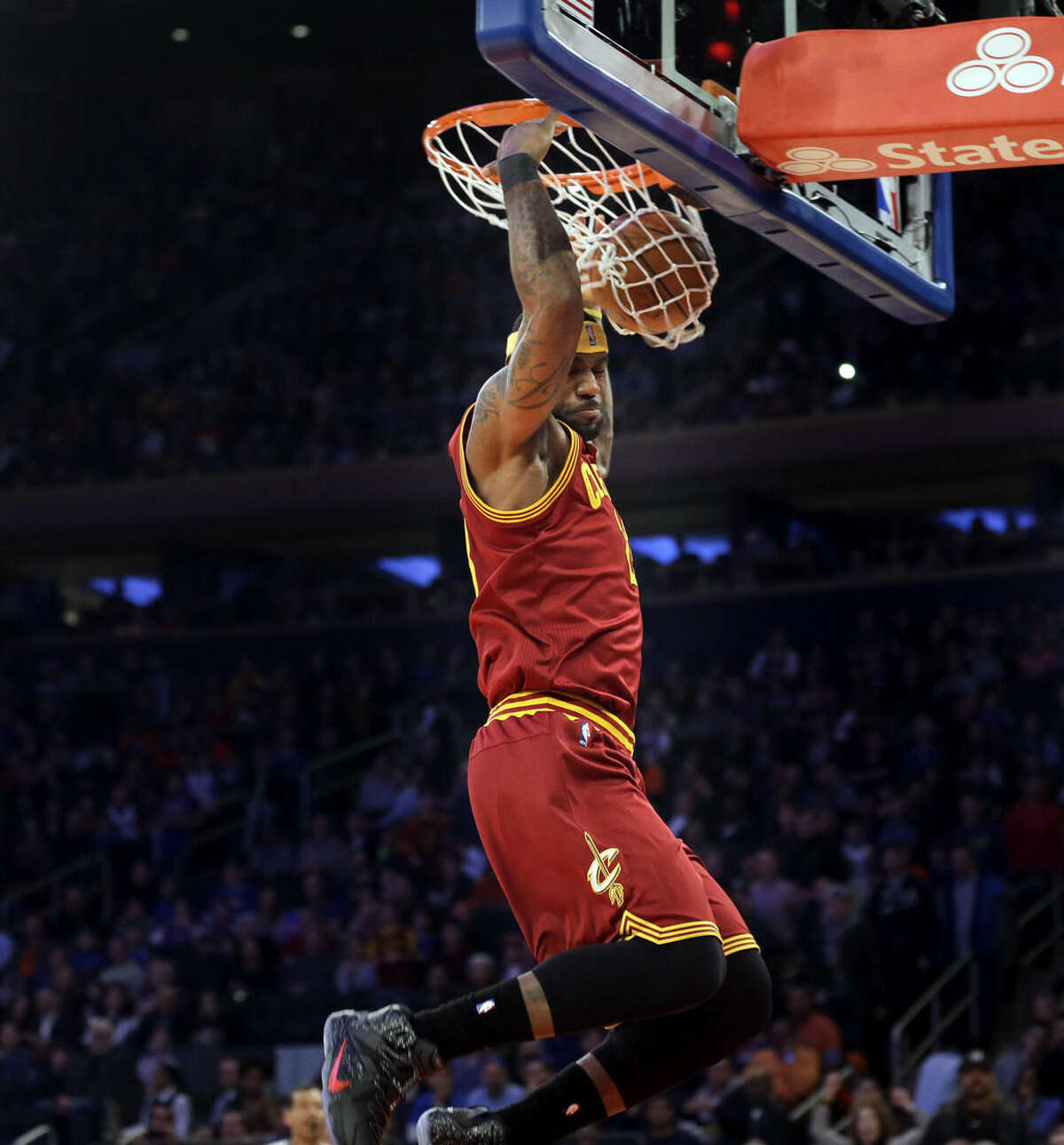 Cleveland Cavaliers' LeBron James dunks the ball during the first half of an NBA basketball game against the New York Knicks, Sunday, Feb. 22, 2015, in New York. (AP Photo/Seth Wenig)