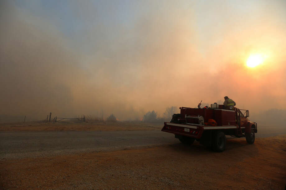 A fire truck from Argonia, Kan., heads west towards Lake City, Kan., to help battle a large grass fire Wednesday, March 23, 2016. (Travis Morisse/The Hutchinson News via AP) MANDATORY CREDIT