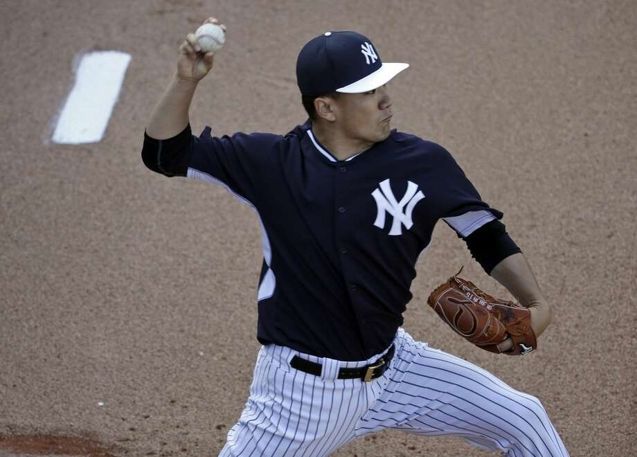 New York Yankees starting pitcher Masahiro Tanaka, of Japan, throws in the bullpen during a spring training baseball workout, Thursday, Feb. 26, 2015, in Tampa, Fla. (AP Photo/Lynne Sladky)