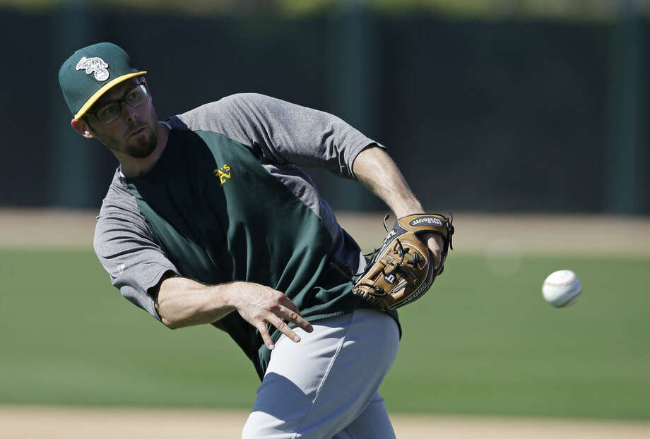Oakland Athletics' Eric Sogard (28) throws during spring training baseball practice Wednesday, Feb. 25, 2015, in Mesa, Ariz. (AP Photo/Darron Cummings)