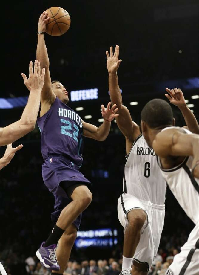 Charlotte Hornets' Brian Roberts (22) drives past Brooklyn Nets' Alan Anderson (6) during the first half of an NBA basketball game Wednesday, March 4, 2015, in New York. (AP Photo/Frank Franklin II)