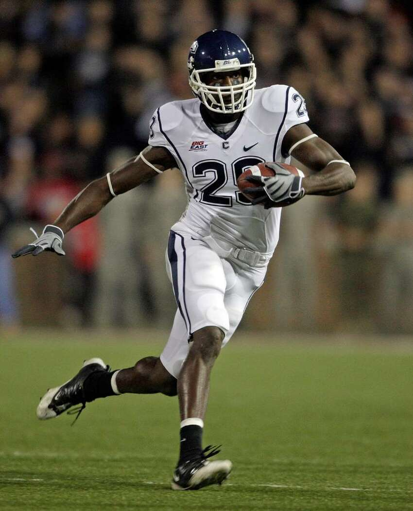 Marcus Easley #29 of the Connecticut Huskies runs with the ball against the Cincinnati Bearcats during the Big East Conference game at Nippert Stadium on November 7, 2009 in Cincinnati, Ohio. (Photo by Andy Lyons/Getty Images)