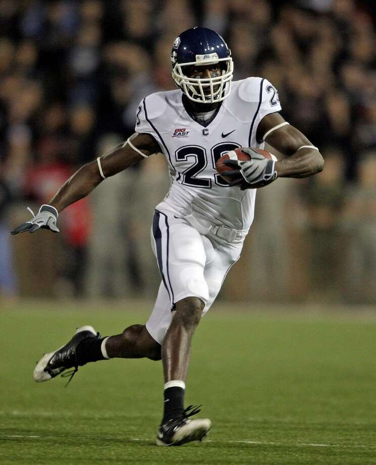 Marcus Easley #29 of the Connecticut Huskies runs with the ball against the Cincinnati Bearcats during the Big East Conference game at Nippert Stadium on November 7, 2009 in Cincinnati, Ohio.  (Photo by Andy Lyons/Getty Images) Photo: Andy Lyons, ST / 2009 Getty Images