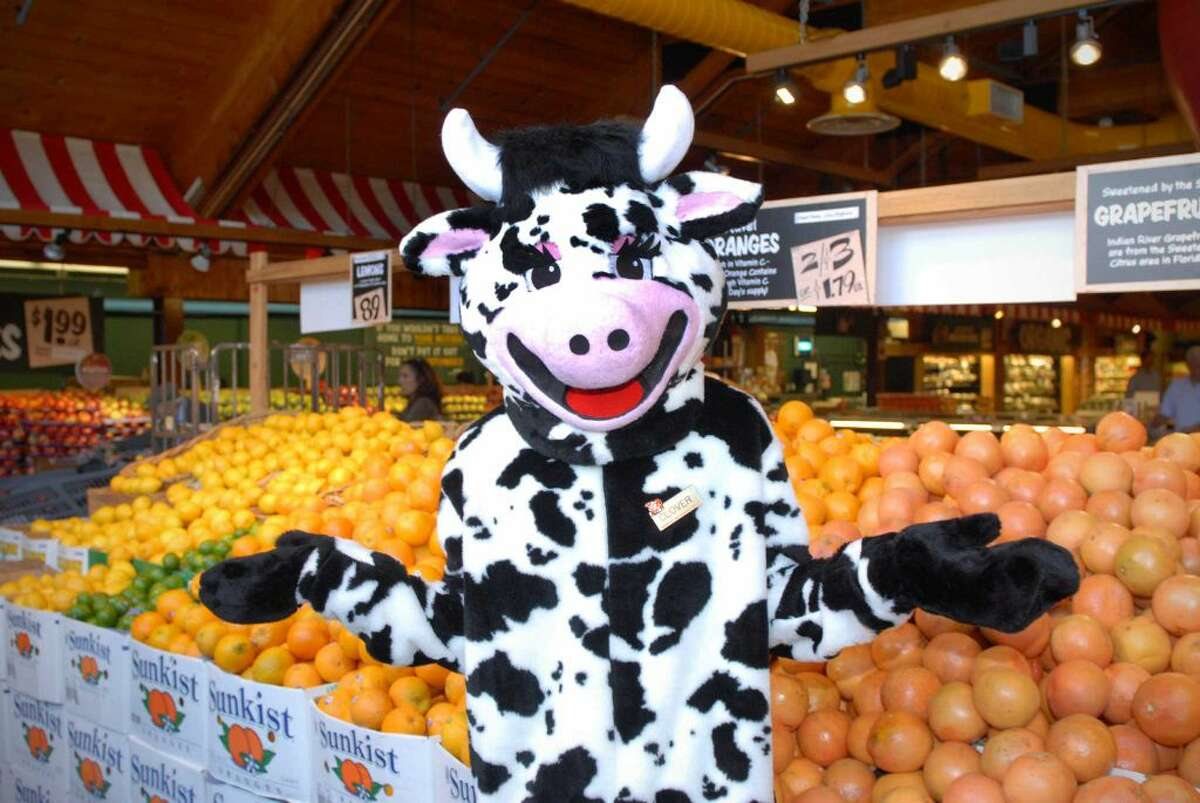 Every year Stew Leonard's sells more than 1.5 million chocolate chip cookies, 2 million half-gallons of milk, 1 million pounds of filet mignon, 1 million pounds of lobster, 250,000 pounds of fresh Mozzarella, 175,000 pumpkins and 50,000 Christmas trees.