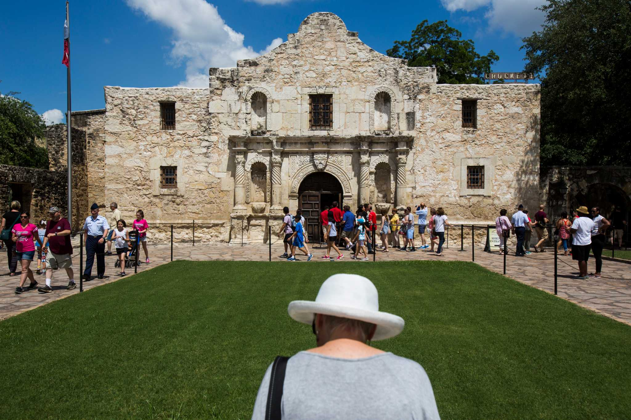 the alamo is forgettable a controversial new plan could change that houston chronicle. Black Bedroom Furniture Sets. Home Design Ideas