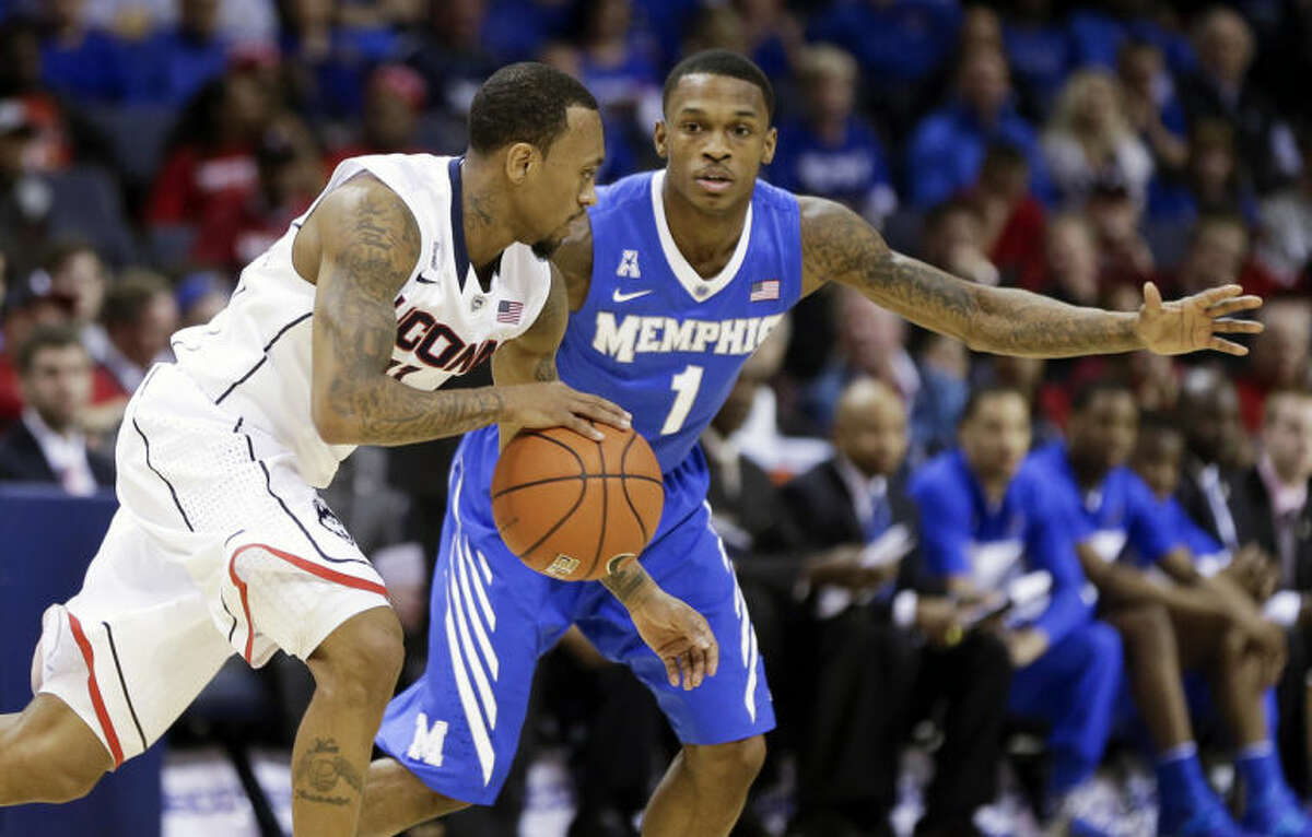Connecticut guard Ryan Boatright, left, drives against Memphis guard Joe Jackson (1) during the first half of an NCAA college basketball game in the quarterfinals of the American Athletic Conference men's tournament Thursday, March 13, 2014, in Memphis, Tenn. (AP Photo/Mark Humphrey)