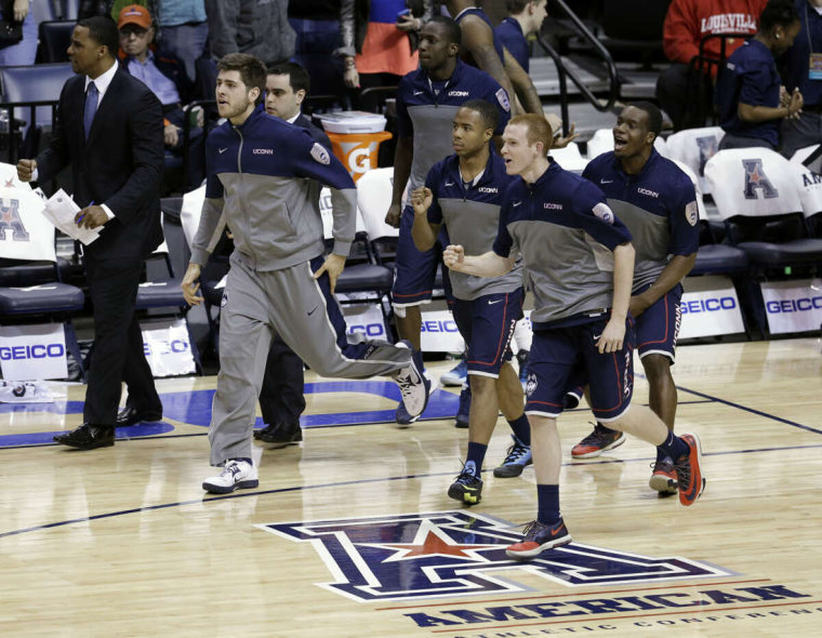 Connecticut players run onto the court at the end of their 58-56 win over Cincinnati in an NCAA college basketball game in the semifinals of the American Athletic Conference men's tournament Friday, March 14, 2014, in Memphis, Tenn. (AP Photo/Mark Humphrey)