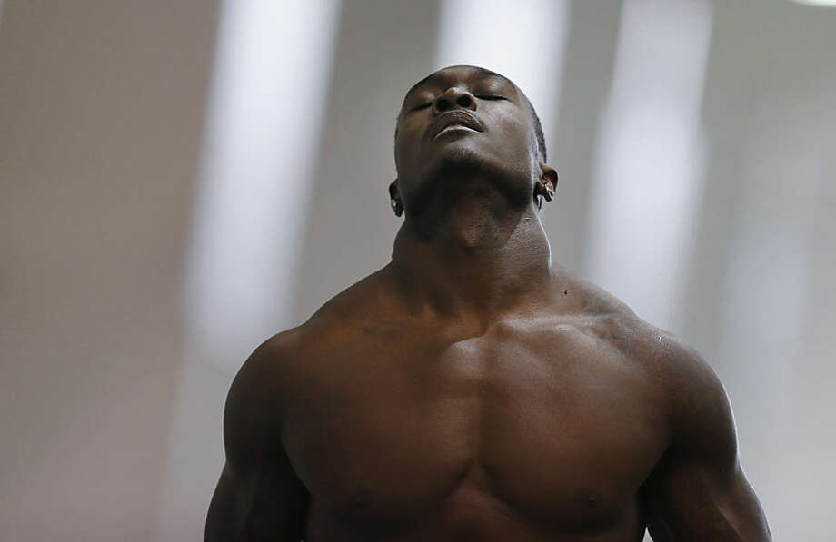 Linebacker Taiwan Jones prepares to run a drill during Michigan State NFL football pro day in East Lansing, Mich., Wednesday, March 18, 2015. (AP Photo/Paul Sancya)