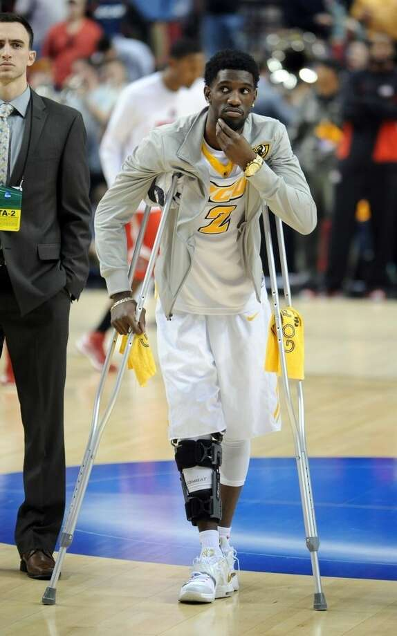 Virginia Commonwealth guard Briante Weber stands on the court with crutches before an NCAA college basketball second round game against Ohio State in Portland, Ore., Thursday, March 19, 2015. Weber is out with a right knee injury. (AP Photo/Greg Wahl-Stephens)