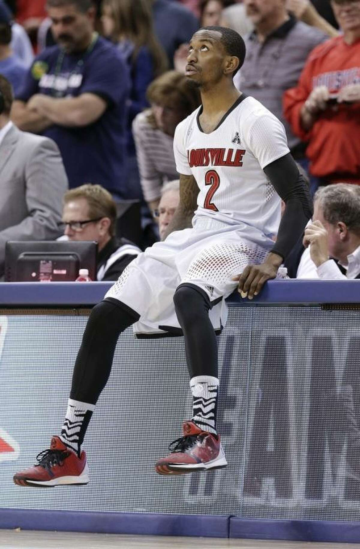 Louisville guard Russ Smith looks at the scoreboard as he waits for an NCAA college basketball game against Connecticut to get underway, in the finals of the American Athletic Conference men's tournament Saturday, March 15, 2014, in Memphis, Tenn. (AP Photo/Mark Humphrey)