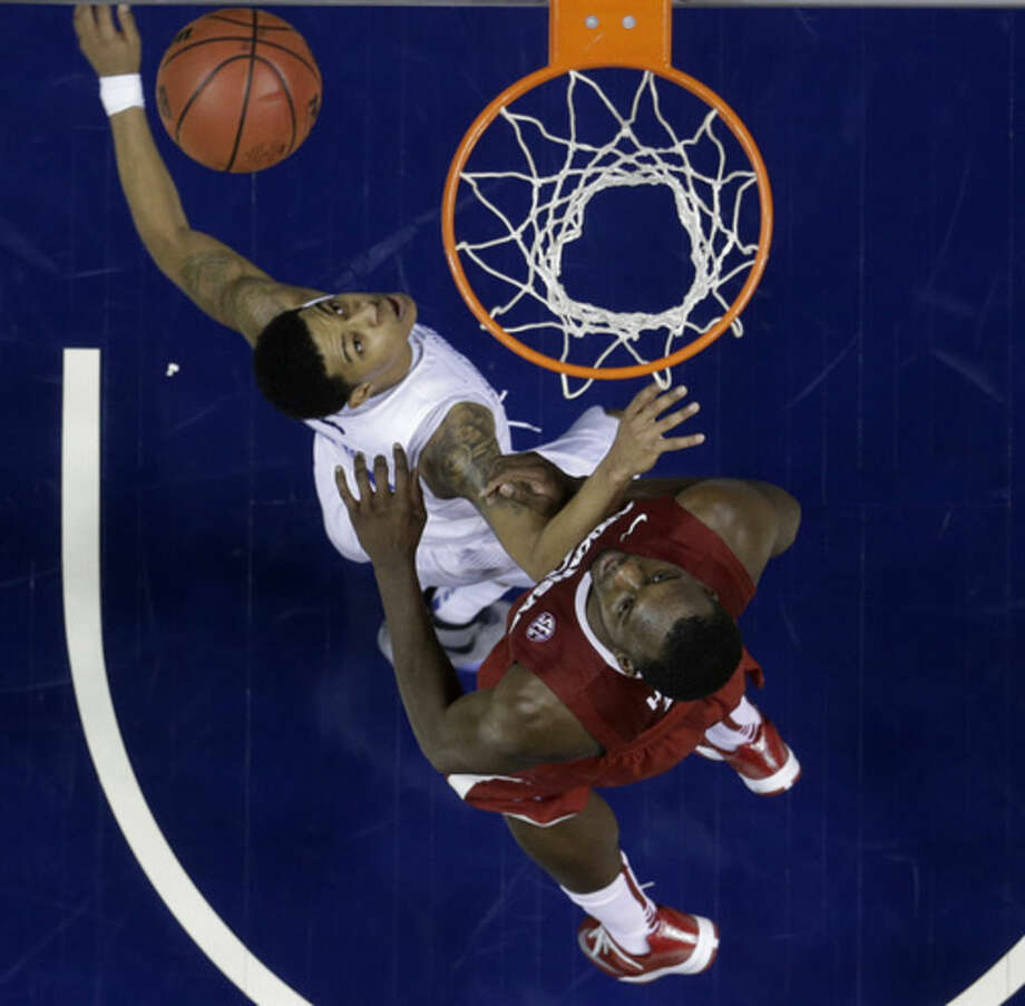 Kentucky guard Devin Booker (1) and Arkansas forward Alandise Harris (2) wait for a rebound during the second half of the NCAA college basketball Southeastern Conference tournament championship game, Sunday, March 15, 2015, in Nashville, Tenn. Kentucky won 78-63. (AP Photo/Mark Humphrey)