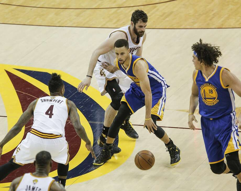 Golden State Warriors' Stephen Curry tries to get away from Cleveland Cavaliers' Kevin Love and Iman Shumpert in the third quarter during Game 4 of the NBA Finals at The Quicken Loans Arena on Friday, June 10, 2016 in Cleveland, Ohio. Photo: Carlos Avila Gonzalez, The Chronicle