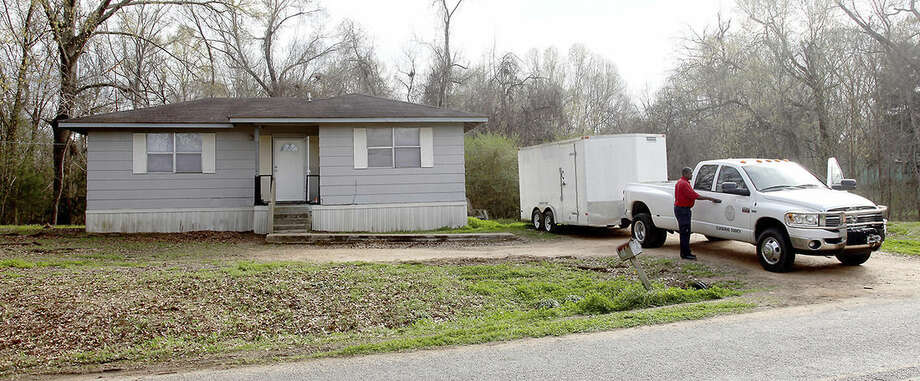 Claiborne County officials prepare to leave a home in Port Gibson, Miss., where authorities were investigating the hanging death of a black man in the neighboring woods, Thursday, March 19, 2015. The man has not been identified. (AP Photo/The Vicksburg Evening Post, Josh Edwards)