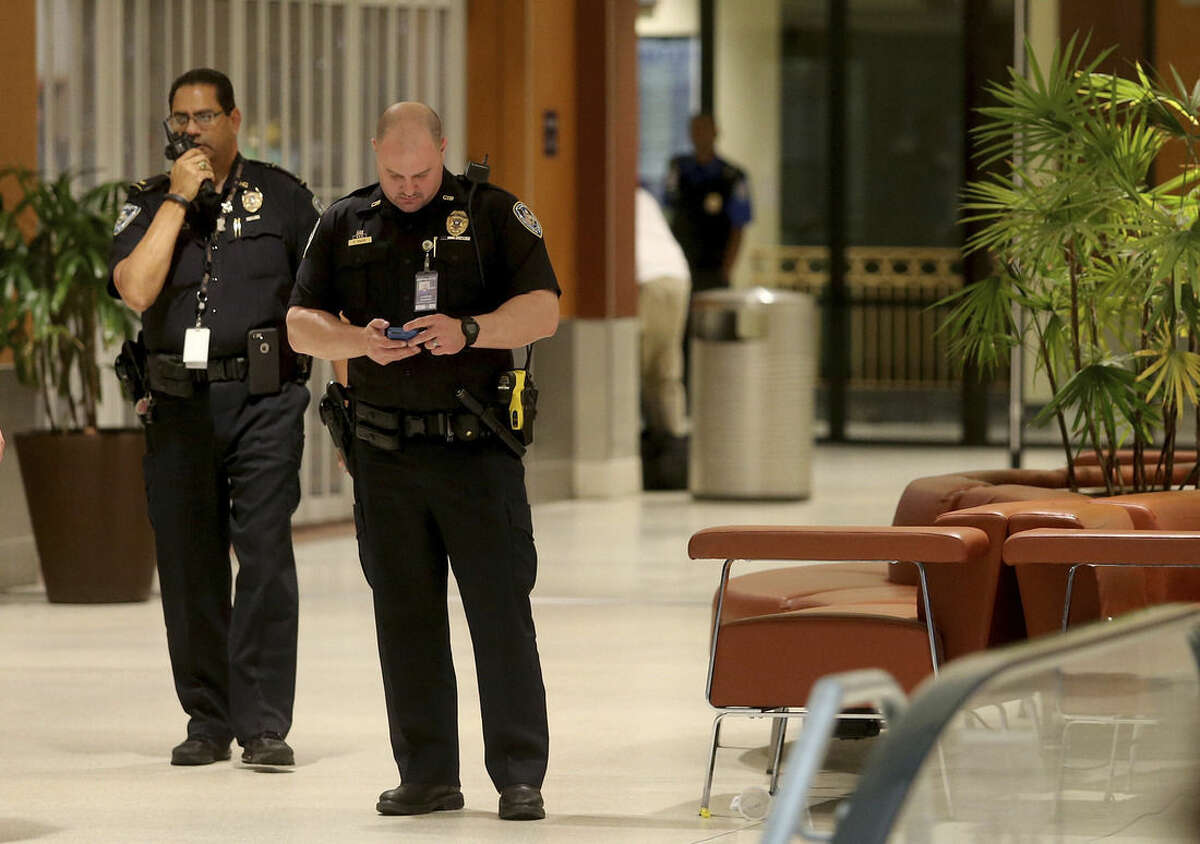 Police clear out the area around Concourse B of Louis Armstrong International Airport after a machete-wielding man was shot by a TSA employee on Friday, March 20, 2015. (AP Photo/NOLA.com The Times-Picayune, Michael DeMocker, Nola.com)