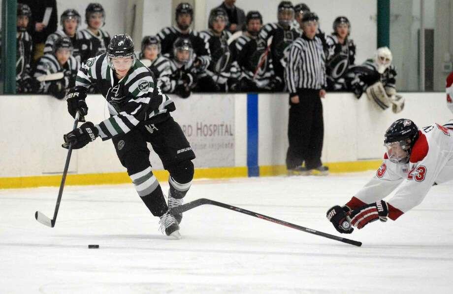 Hour Photo/Alex von Kleydorff CT Oilers #8 Marc Happy vs Boston Junior Rangers