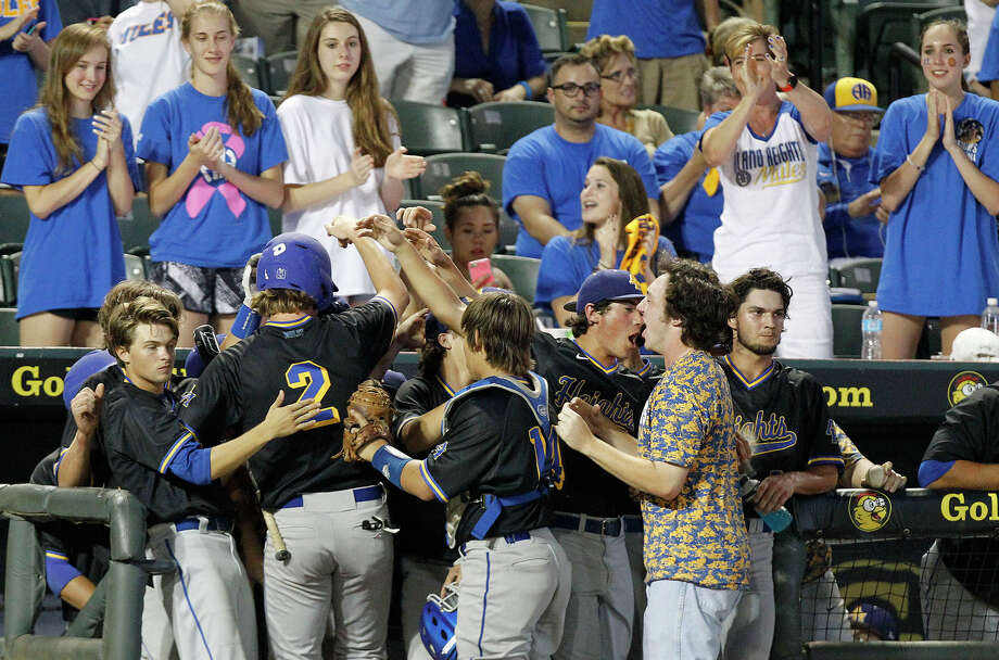 San Antonio Alamo Heights' Ray Flume (2) is welcomed back to the dugout after scoring a run against Grapevine during the UIL State Baseball 5A championship in Round Rock Friday, June 10, 2016. (Stephen Spillman) Photo: Stephen Spillman / Stephen Spillman