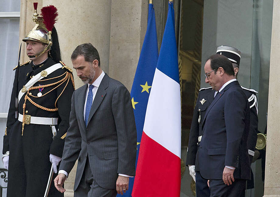 French President, Francois Hollande, right, accompanies Spain's King Felipe VI, left, after their meeting at the Elysee Palace, in Paris, France, Tuesday, March 24, 2015. Spain's King Felipe VI and Queen Letizia of Spain are on a scheduled three-day state visit in France, but their visit is being cut short after a Germanwings Airbus A320 plane crashed Tuesday morning in the French Alps as it traveled from Barcelona to Duesseldorf. (AP Photo/Francois Mori)