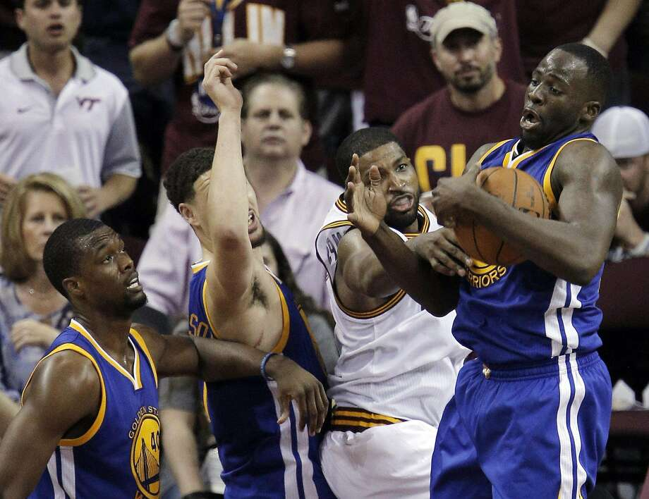 Draymond Green (23) grabs a rebound away from Tristan Thompson (13) in the fourth quarter as the Golden State Warriors played the Cleveland Cavaliers in Game 4 of the NBA Finals. Photo: Carlos Avila Gonzalez, The Chronicle