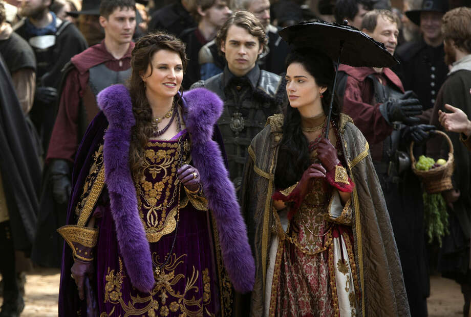 "In this image released by WGN America, Lucy Lawless portrays Countess Marburg, left, and Janet Montgomery portrays Mary Sibley, in WGN America's breakout hit series ""Salem,"" premiering Sunday, April 5 at 10:00 p.m. ET. (AP Photo/WGN America, William Lothridge)"