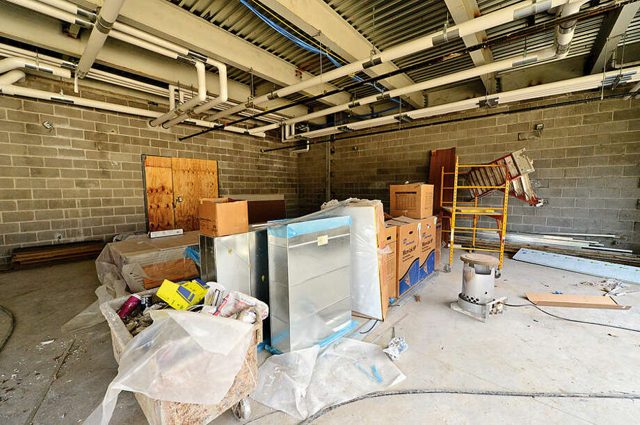 Hour photo / Erik Trautmann Major rennovation of Rowayton Elementary School are well underway and construction is racing to be finished by fall classes.