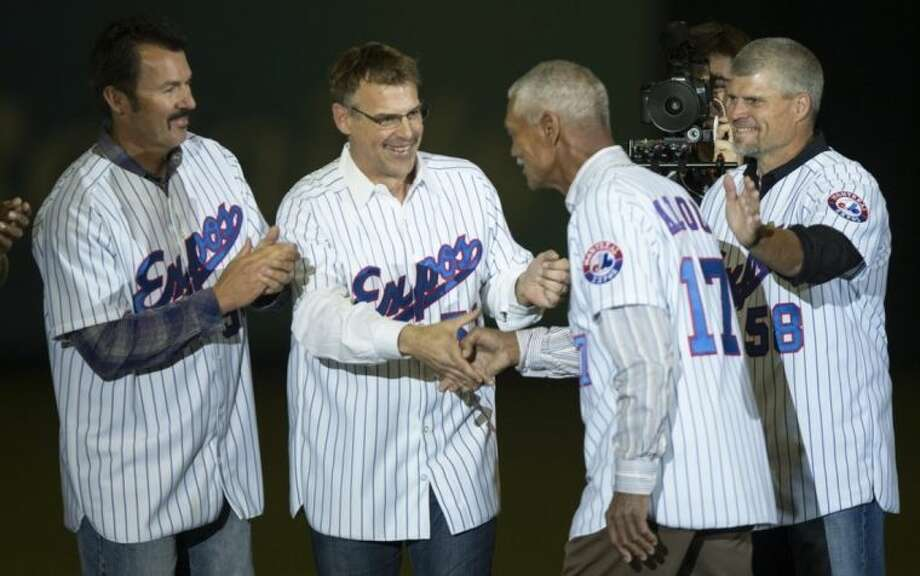 Former Montreal Expos manager Felipe Alou shakes hands with Tim Scott, John Wetteland and Joey Eischen, left to right, as members of the 1994 team are introduced prior to a exhibition baseball game between the Toronto Blue jays and the New York Mets Saturday, March 29, 2014 in Montreal. (AP Photo/The Canadian Press, Paul Chiasson)