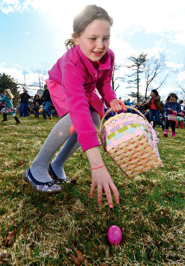 Hour photo / Erik Trautmann The Rowayton Community Association's annual Easter Egg Hunt Saturday at the Rowayton Community Center.