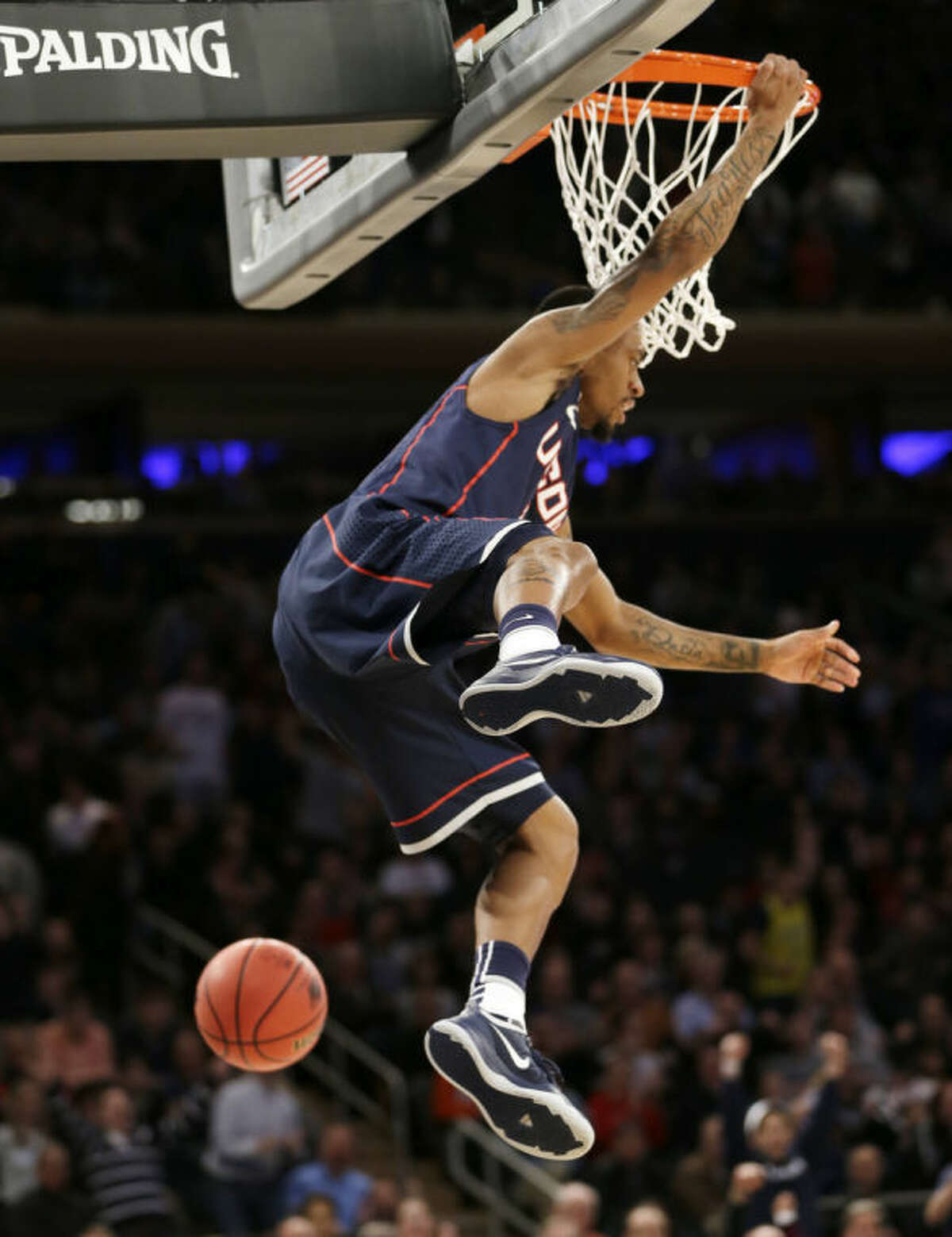 Connecticut's Ryan Boatright dunks the ball in the first half of a regional final against Michigan State at the NCAA college basketball tournament on Sunday, March 30, 2014, in New York. (AP Photo/Seth Wenig)