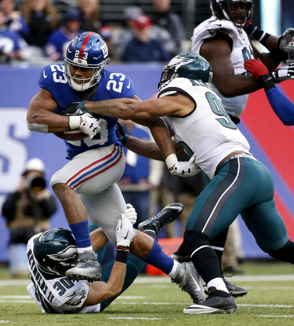 New York Giants running back Rashad Jennings (23) runs the ball against the Philadelphia Eagles during the third quarter of an NFL football game, Sunday, Jan. 3, 2016, in East Rutherford, N.J. (AP Photo/Kathy Willens)